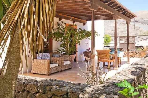 Außenbereich und überdachte Terrasse