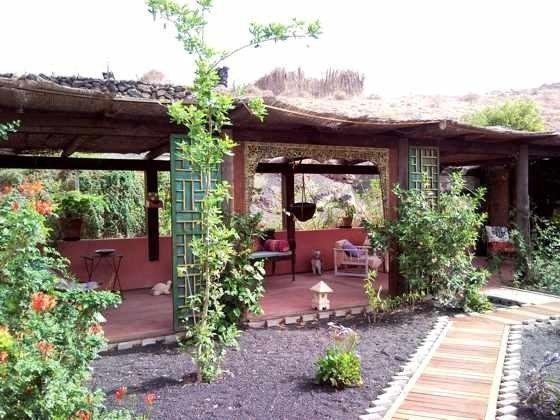 Außenbereich mit überdachter Terrasse