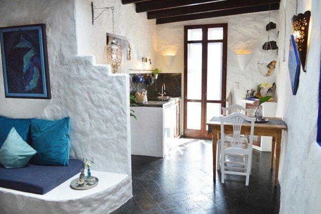 LZ 42477-1 Sitzplatz im Schlafbereich und Blick zur Küche