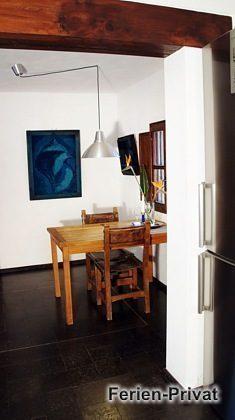 Blick aus der Küche zum Esstisch