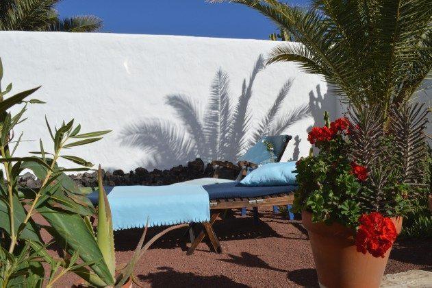 LZ 42477-3 Garten mit Sonnenliegen