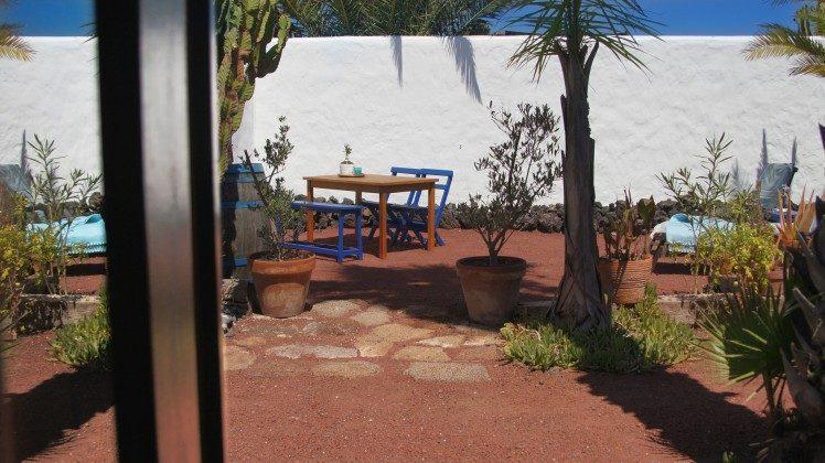 LZ 42477-3 Blick zum Garten