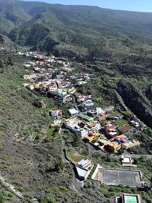 Aussichtspunkt mit Blick auf den Ort Chirche