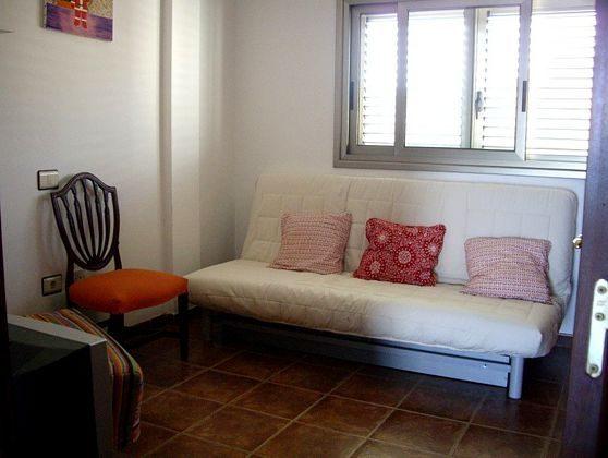 Schlafzimmer mit Schlafsofa im Obergeschoss
