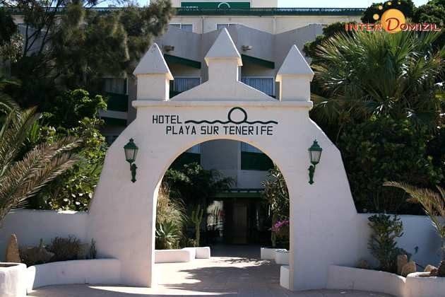 Eingangstor des Hotels