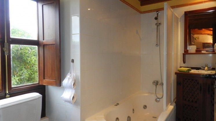 34454-1 Badezimmer mit Wanne