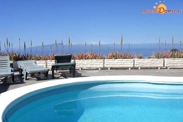 Pool und Blick zum Meer