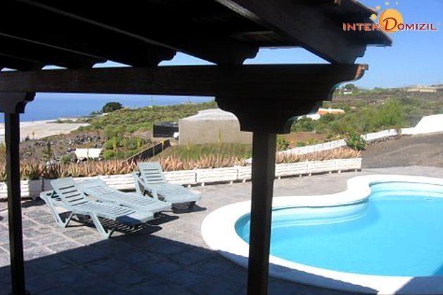 Pool und Ausblick zur Küste