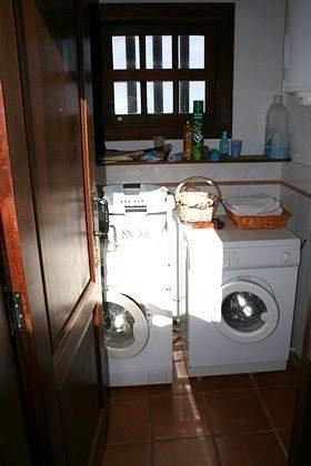 Arbeitsraum mit Waschmaschine und Trockner