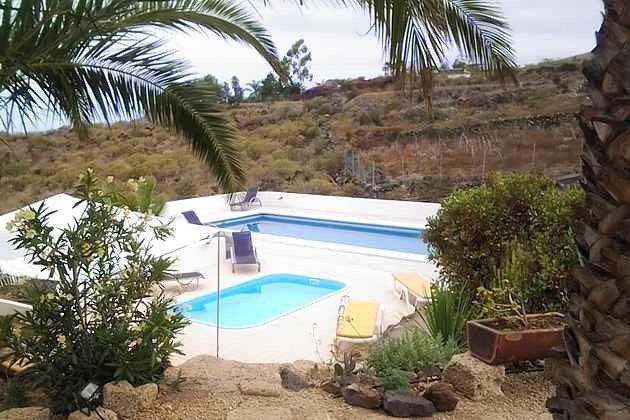 TF 151809-5 Blick von der Terrasse auf beide Pools