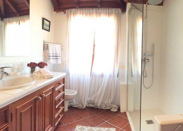 TF 177919-8 Badezimmer mit großer Dusche