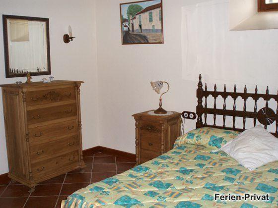 Schlafzimmer mit Doppelbett Wohnung B