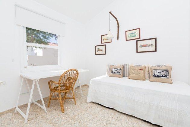 Wohnbeispiel: Zimmer mit Einzelbett und Arbeitsplatz