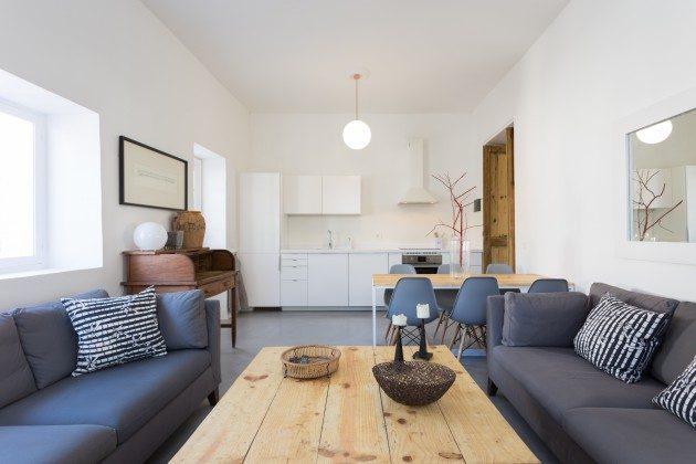 Wohn-/Essbereich mit angrenzender Küchenzeile