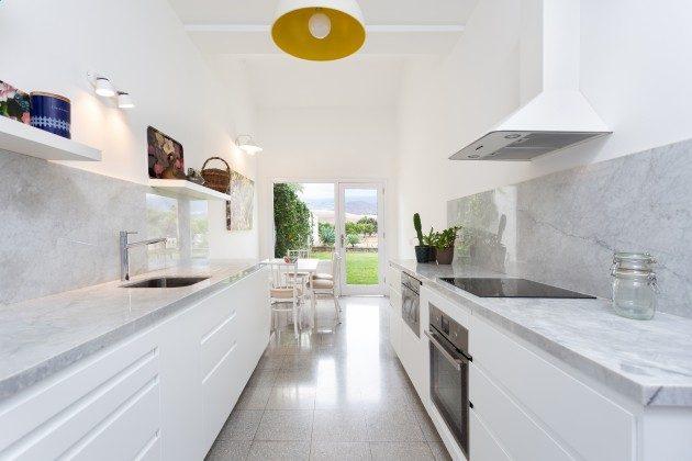 TF 177919-3 große, moderne Küche