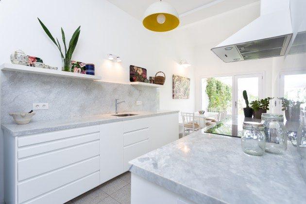 TF 177919-3 gut ausgestattete Küche mit kleinem Essplatz