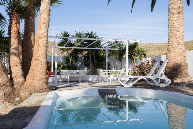 Ferienwohnung im Süden mit Garten und Pool