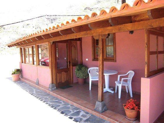 Objekt 152758-2 Außenansicht Wohnung 2A mit Terrasse und verglaster Veranda