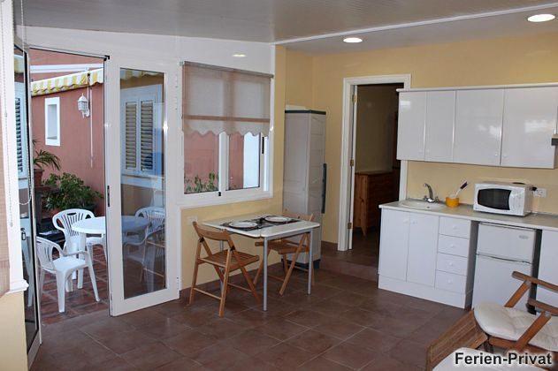 Küchenzeile, Esstisch und Terrasse Wohnung 1