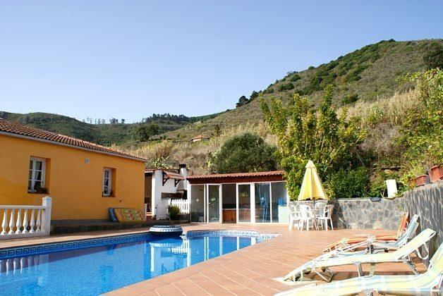 Pool, Whirlpoolhaus und Wohnhaus