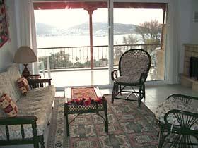 Yenifoca Ferienhaus am Meer mit Meerblick